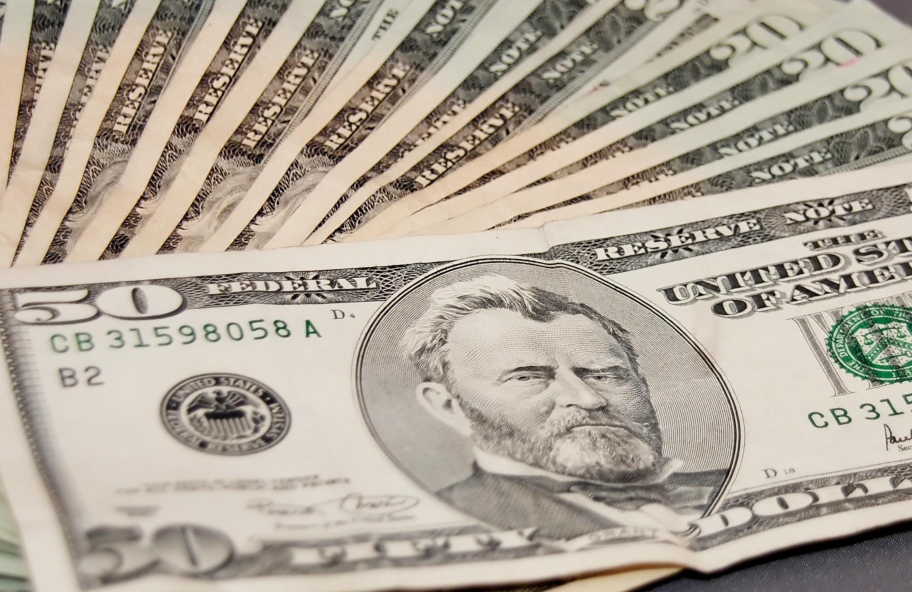 Dólar sigue repuntando ante nueva caída del cobre en Londres