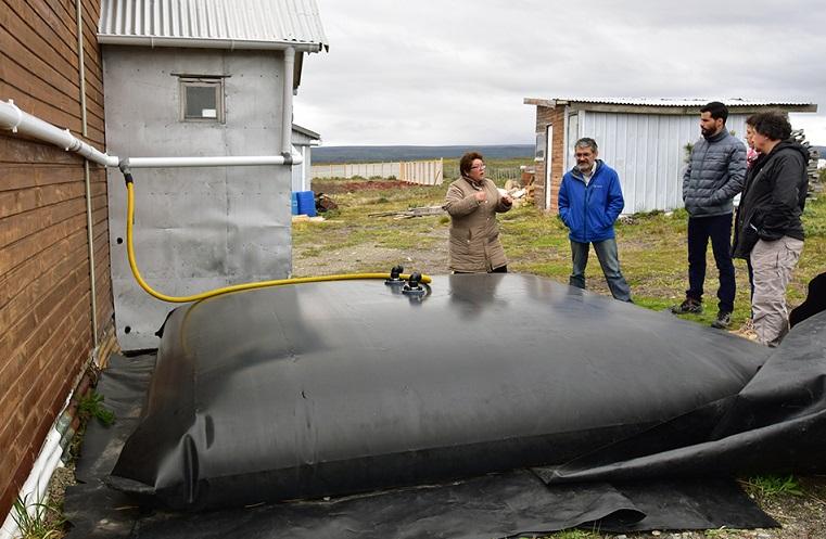 Guateros para cosechar lluvias han sido una tabla de salvación para agricultores de Tierra del Fuego