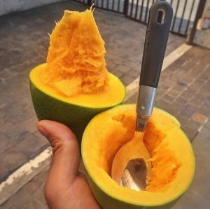 Una rara fruta mitad mango mitad palta está llamando la atención de Indonesia