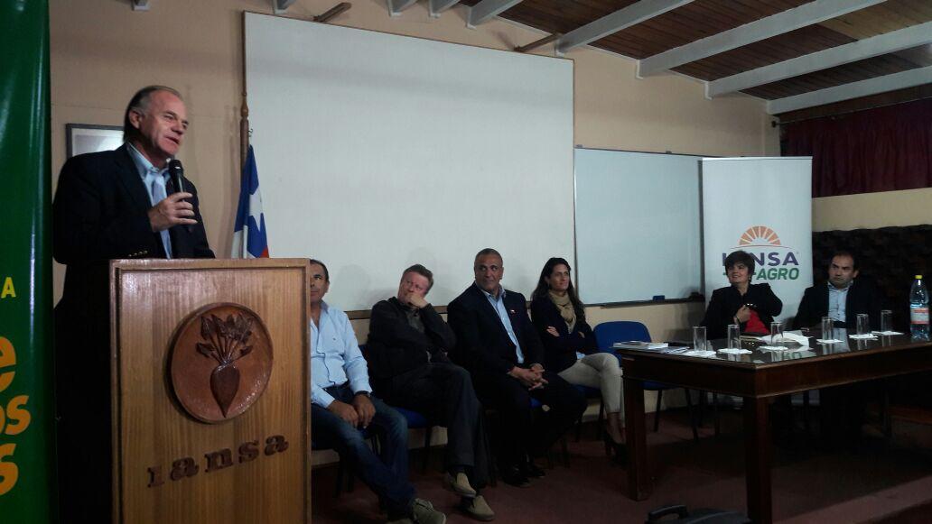 Ministro Walker destaca altura de miras para enfrentar compleja situación de Iansa en Linares